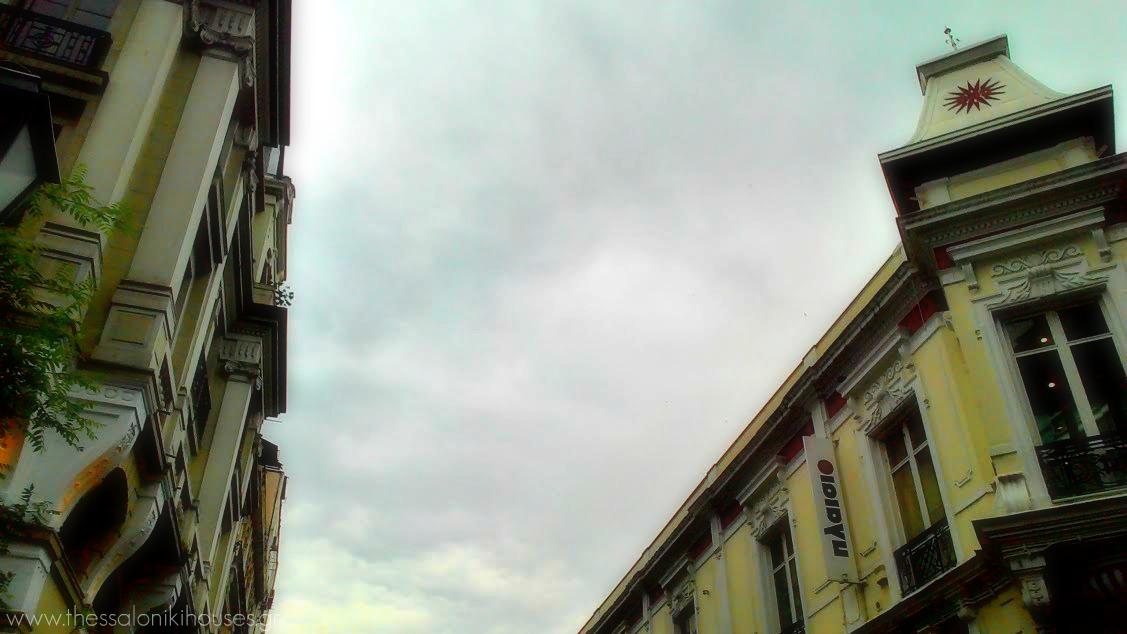 Το μέγαρο Γκατένιο Φλωρεντίν αριστερά και η πρώην Τραπεζα Αθηνών δεξιά στην οδό Αγίου Μηνά www.thessalonikihouses.gr
